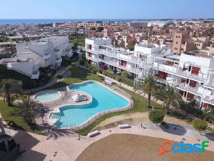 Promoción de viviendas nueva a estrenar con piscina