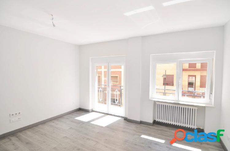 Urbis te ofrece un magnífico piso reformado en zona San