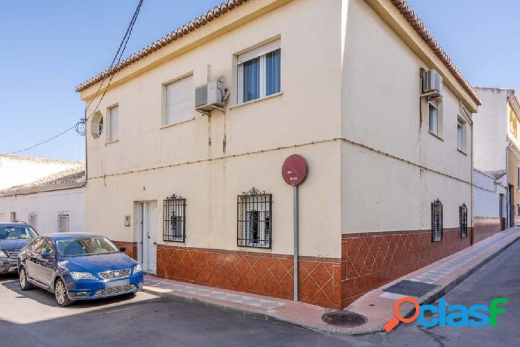 ¿Estás buscando una amplia casa adosada en Atarfe?