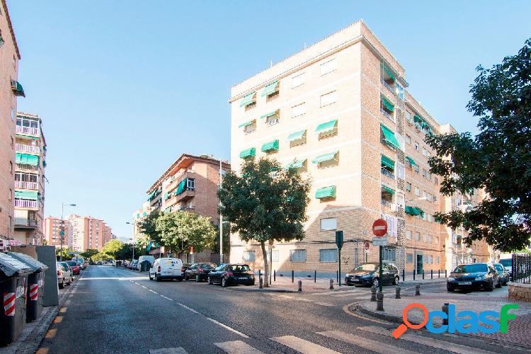 Piso totalmente reformado en zona Avenida Cádiz.