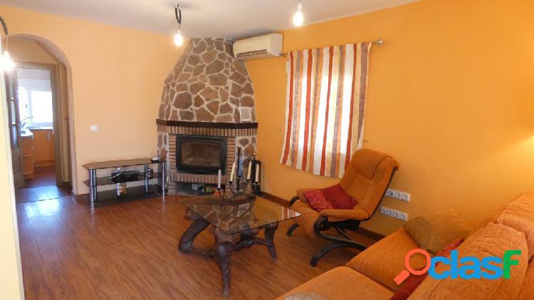 Se vende casa de campo con parcela de 1430 m2 en Chichón
