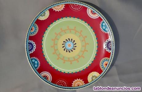 Vendo juego de platos (decorados e blancos) y 2 cuencos de