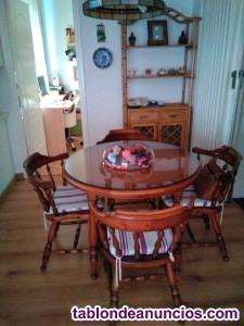Se vende mesa y sillas de nogal y mueble de mimbre