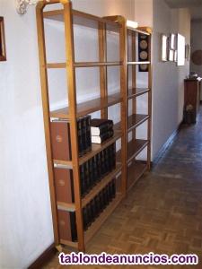 Dos estanterías de madera