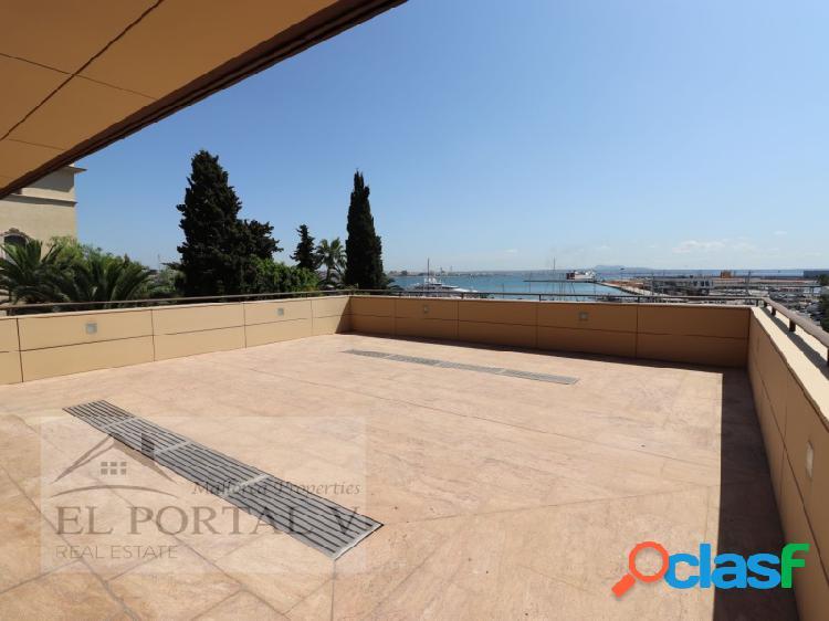 Piso de lujo con una grandiosa terraza sobre el paseo