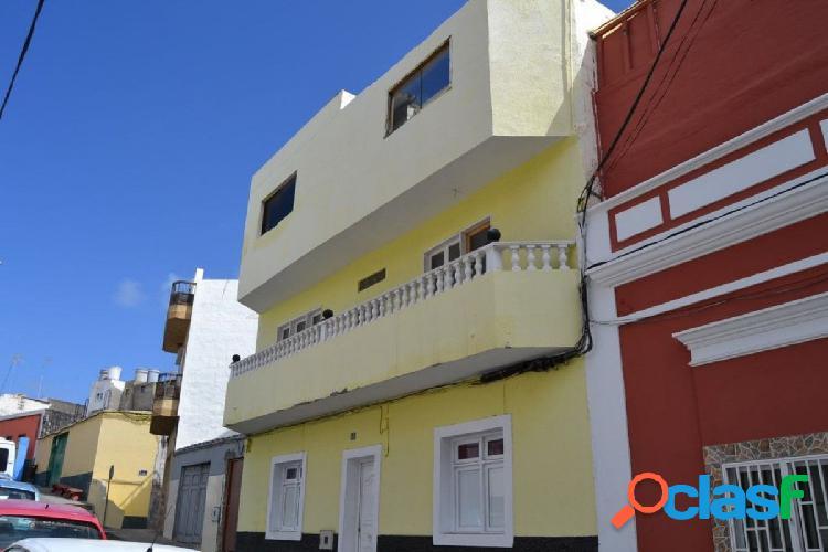 Casa de 220 m2 distribuida en dos plantas más azotea