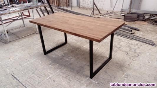 Mesa de comedor madera natural y hierro