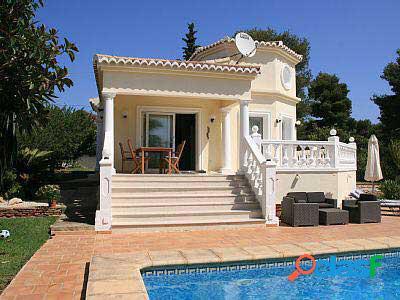 Casa con piscina privada en venta en Javea.