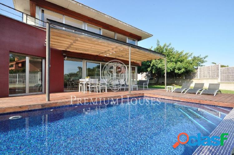 Moderna con piscina en Arenys de Mar - Costa BCN