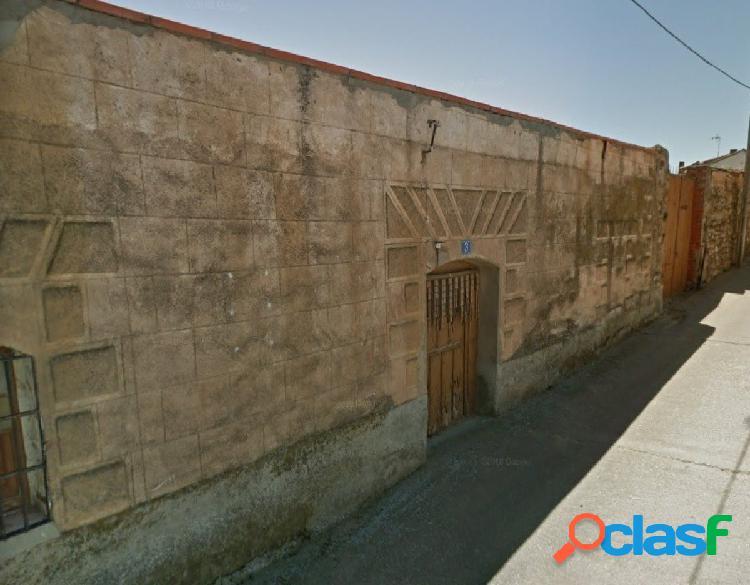 SOLAR URBANO EN EL CENTRO DE MONTAMARTA