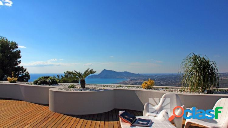 Se vende apartamento amplio con vistas al mar en Altea