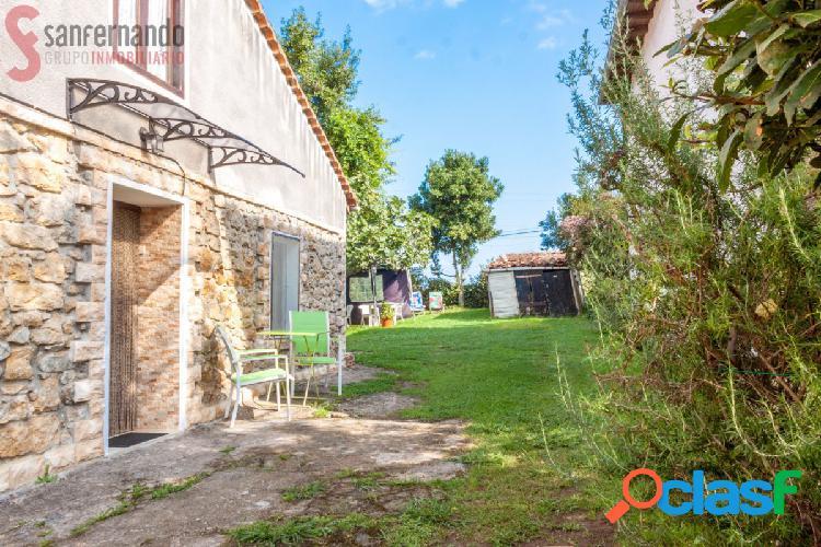 Se vende casa pareada con terreno en Oreña
