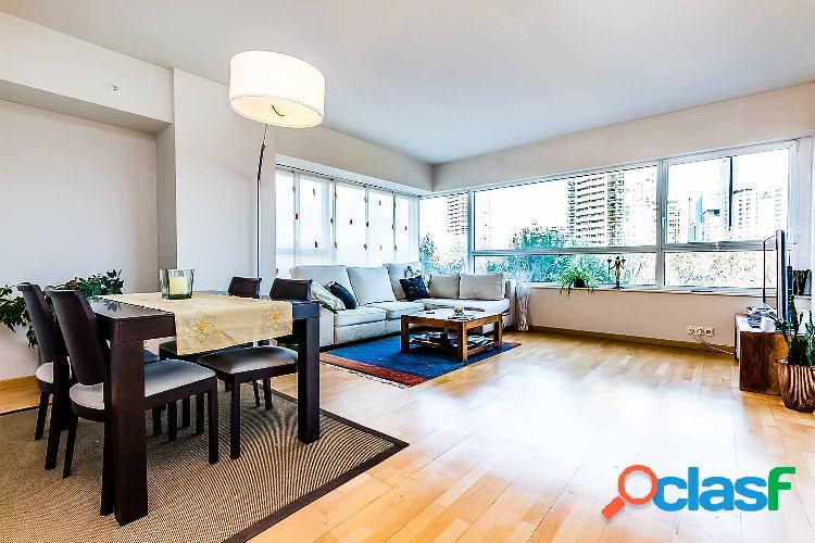 Lujoso piso en venta en Diagonal Mar