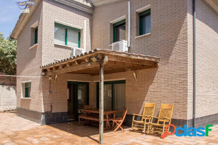 Preciosa casa seminueva, 5 hab, 3 baños, garaje 2 coches