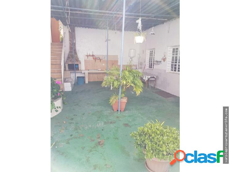 Se vende amplia casa terrera en La Guancha