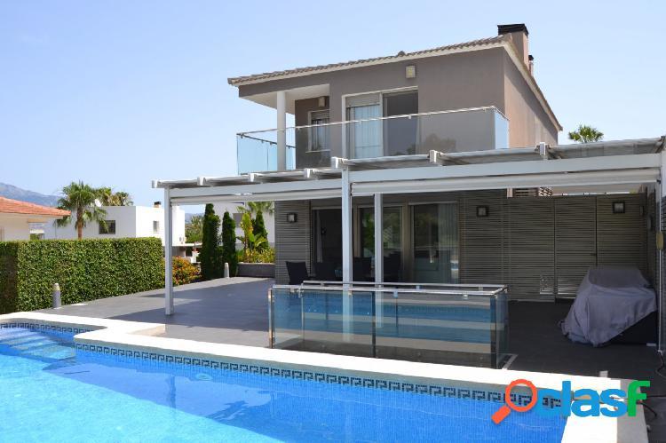Villa moderna en una de las mejores zonas de Albir.