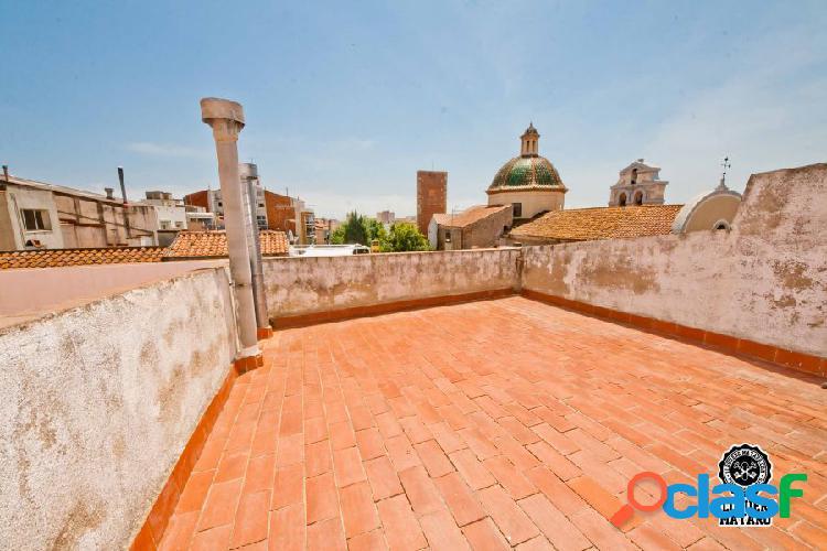 Ático con terraza y 3 dormitorios en plena C/Sant Josep.