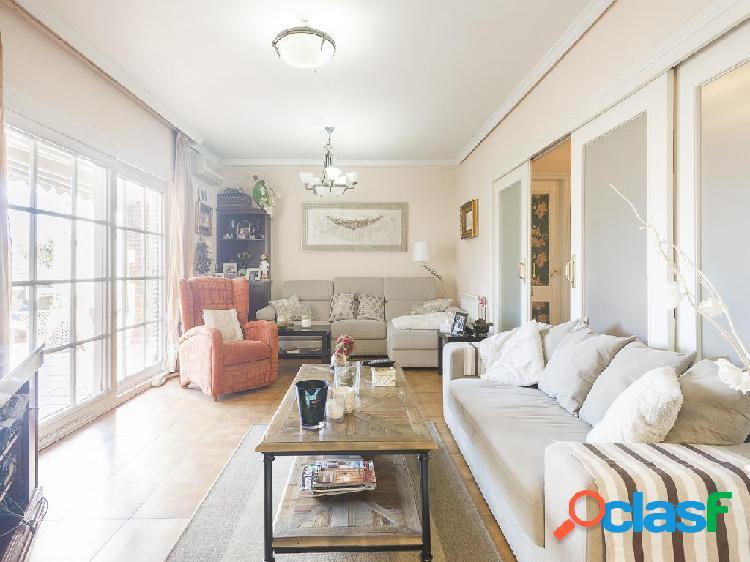 Chalet en venta de 285 m² en Calle Sierra de Albarracín,