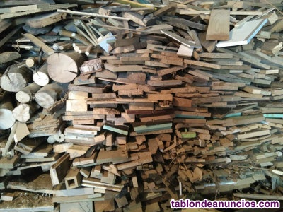 Madera leña seca de retales de carpintería gratis