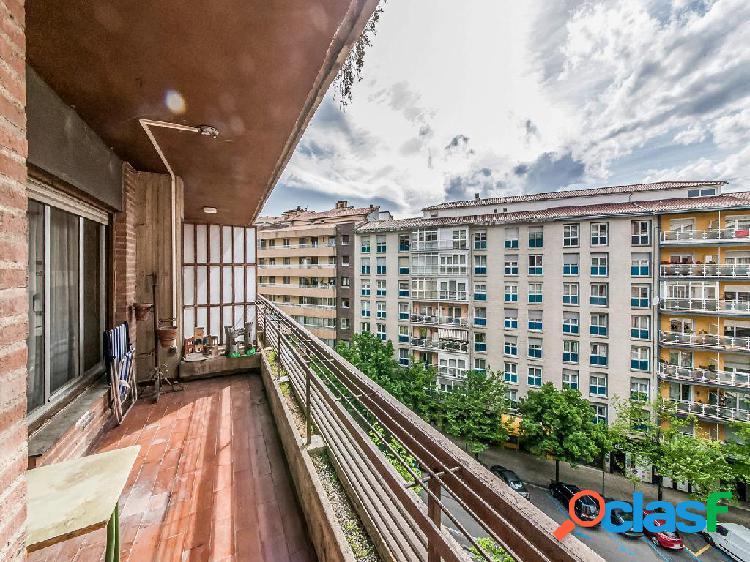 Piso en venta de 180 m² en Calle Monasterio Urdax, 36 31011