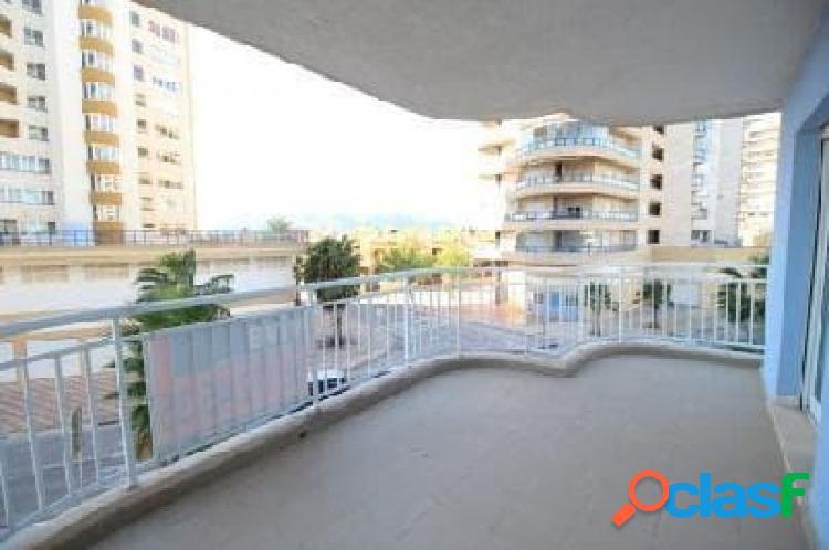 Precioso apartamento con amplia terraza y piscina en playa