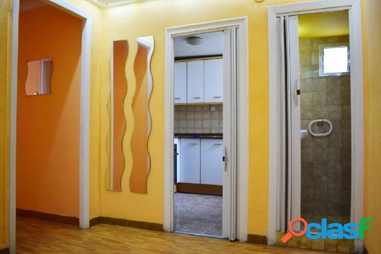 Piso en venta en Raval con terraza de uso privado de 23 m2