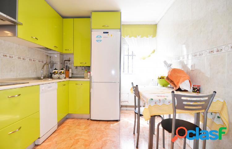 Urbis te ofrece un precioso piso reformado en San José,