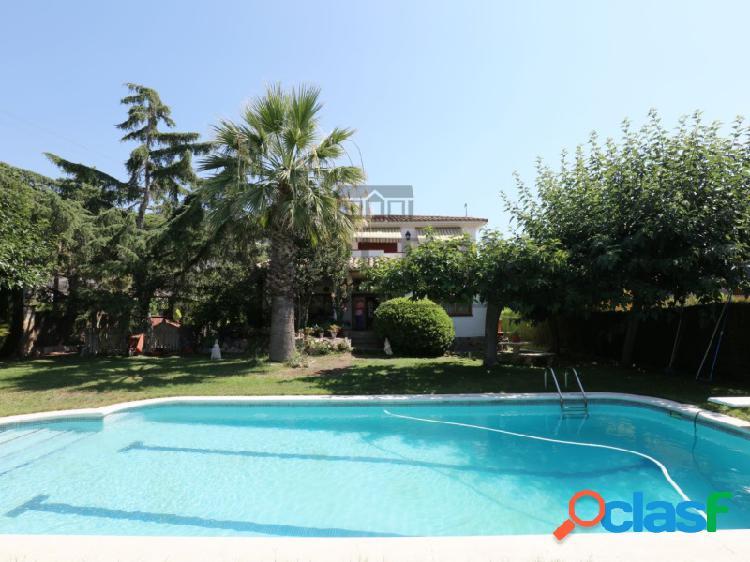Casa con piscina en el centro de Cabrils