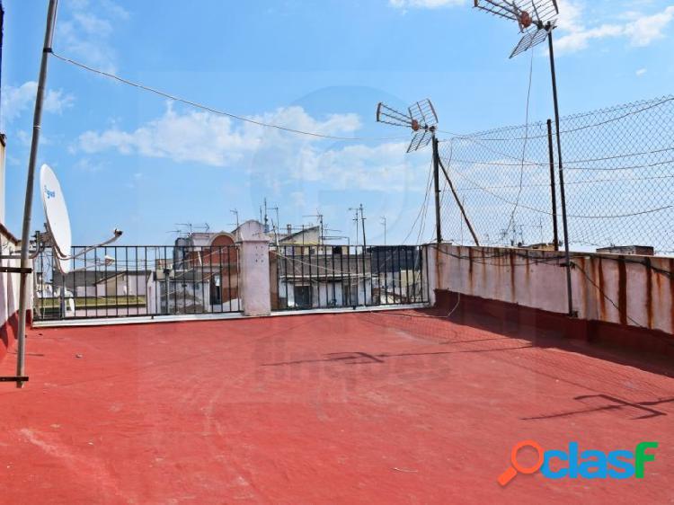 Piso de 61 m2 con terraza de 23 m2 en Ciutat Vella.