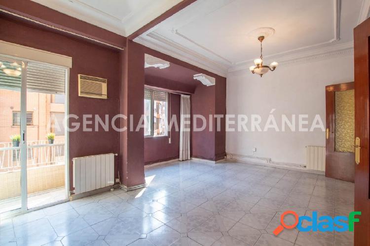 Estupenda vivienda bien conservada en Ruzafa