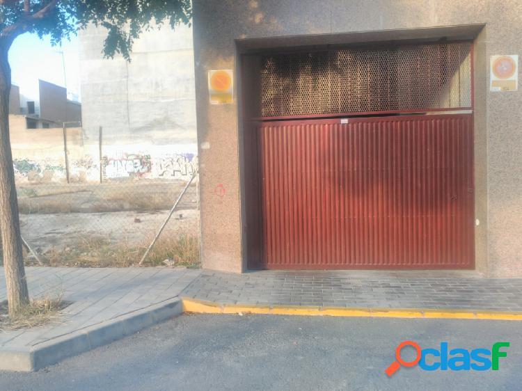 Se alquila plaza de garaje en excelente ubicación en San