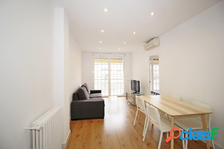 Ático impecable de 2 habitaciones con balcón,amueblado y