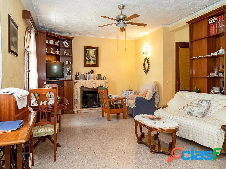 Chalet en venta de 374 m² Calle Barbate, 11206 Algeciras