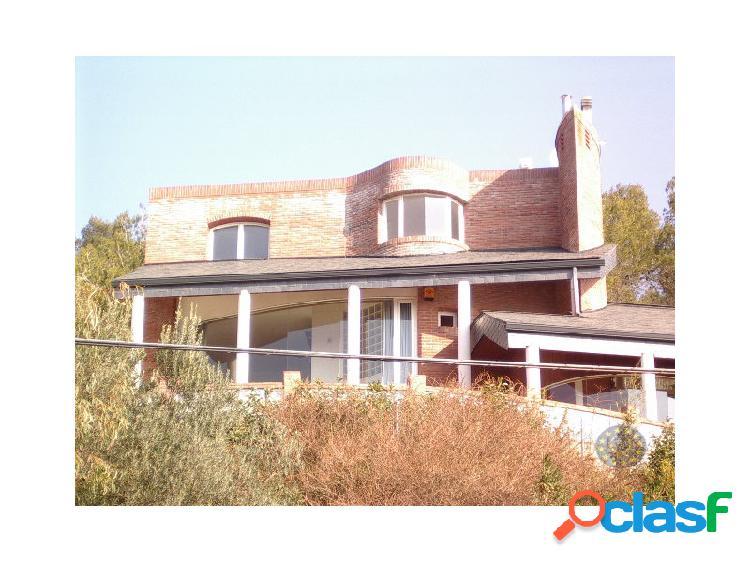 Magnífica casa en venta en Corbera de Llobregat