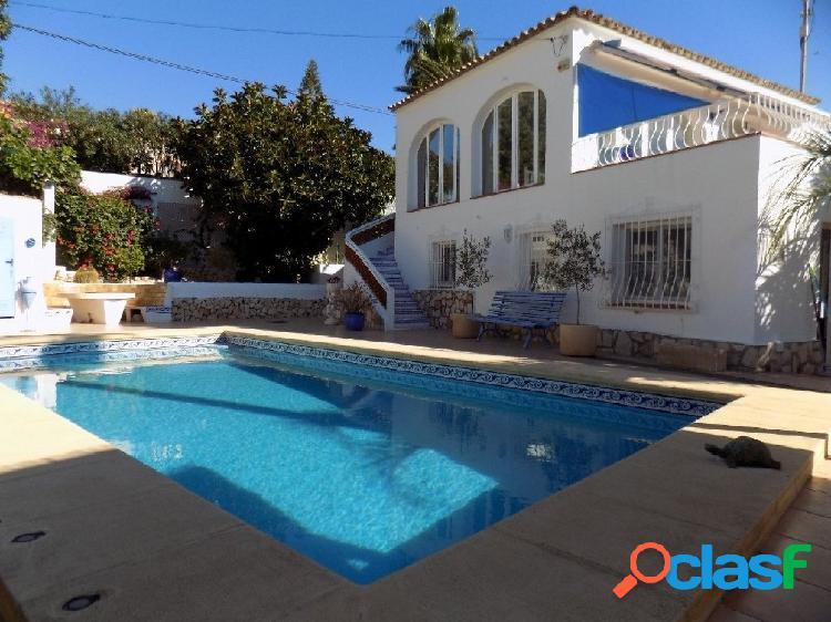 Villa en venta en La Fustera con Vistas al Mar BV3086B