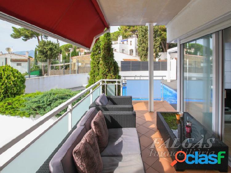 Dos apartamentos en uno con vistas al mar y piscina privada