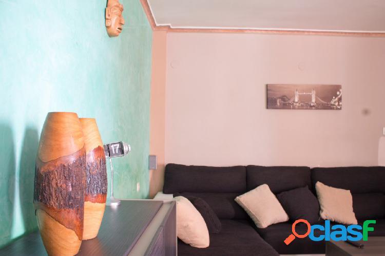 Apartamento muy amplio y con infinitas posibilidades, ideal