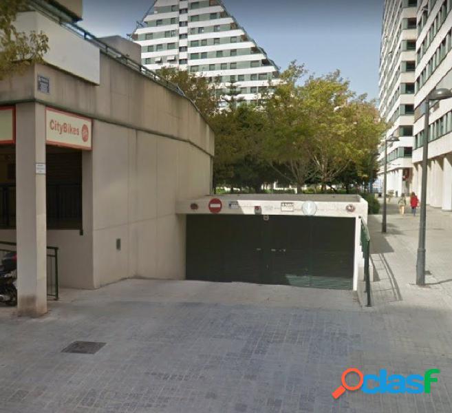 Se alquila plaza de garaje para coche grande en Ciudad Artes