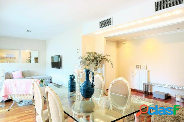 Se vende espectacular piso con excelentes calidades en