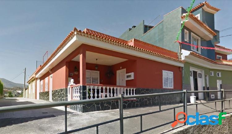 Amplia casa terrera en La Guancha