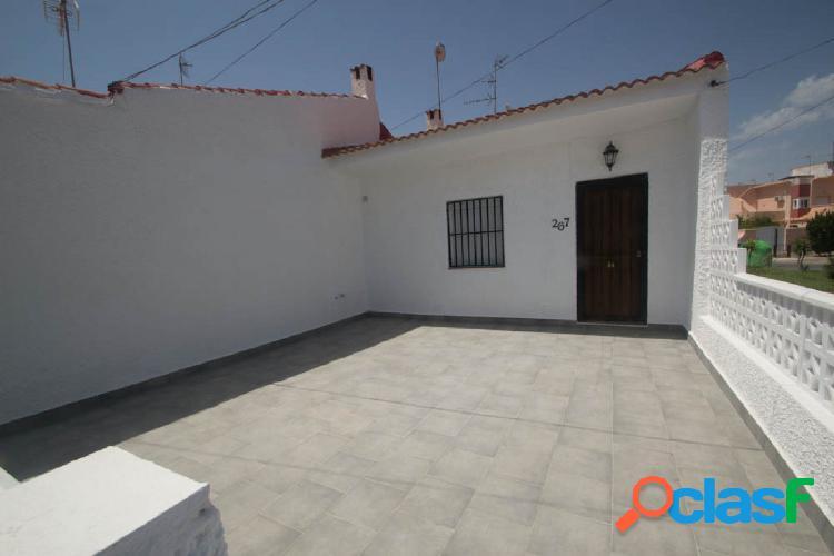 Casa adosada totalmente reformada en Torreta III, Torrevieja