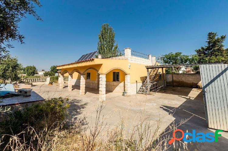 Casa con piscina en urbanización Los Huertos de Alfajarin.