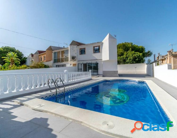 Chalet reformado con piscina privada en Los Balcones,