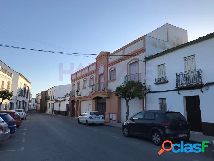 Local comercial en bruto en el centro de Olivares