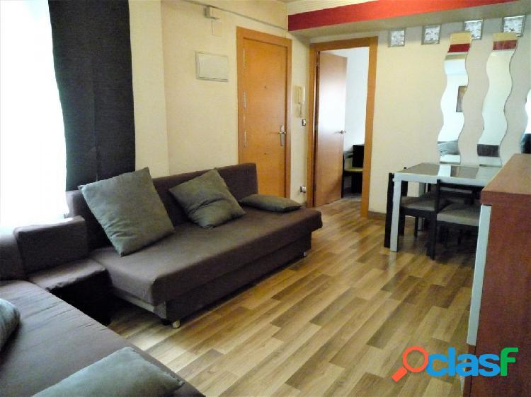 Se Alquila piso reformado de dos dormitorios en San José.