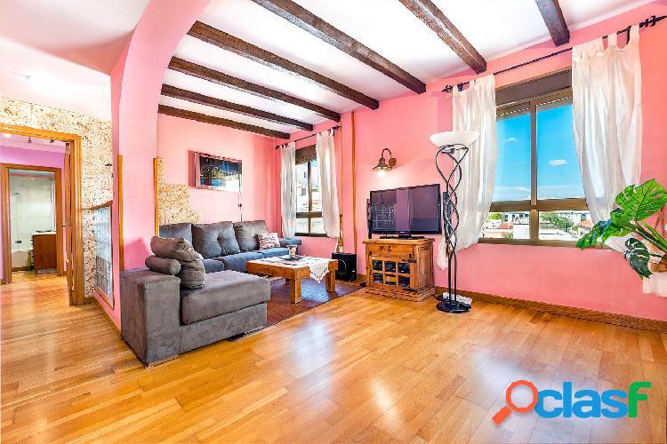 Se alquila piso de 3 dormitorios con terraza comunitaria en