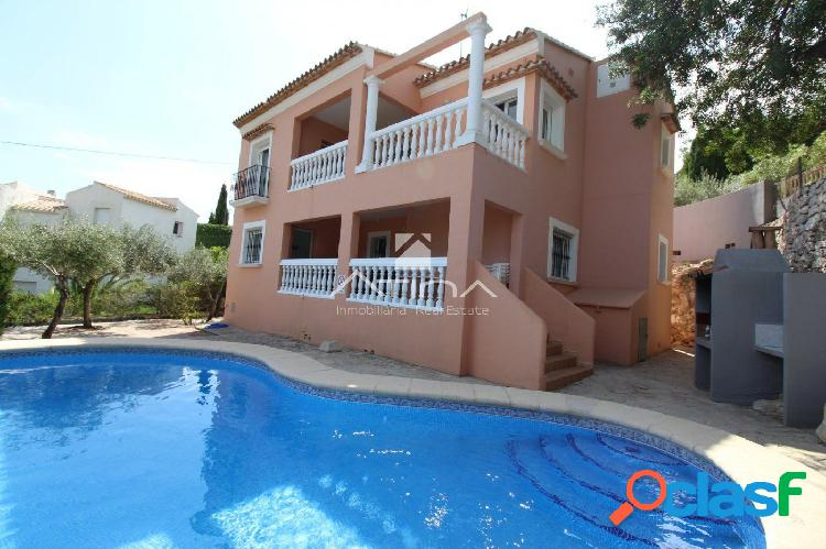 Villa en venta con excelentes vistas al mar en la zona de