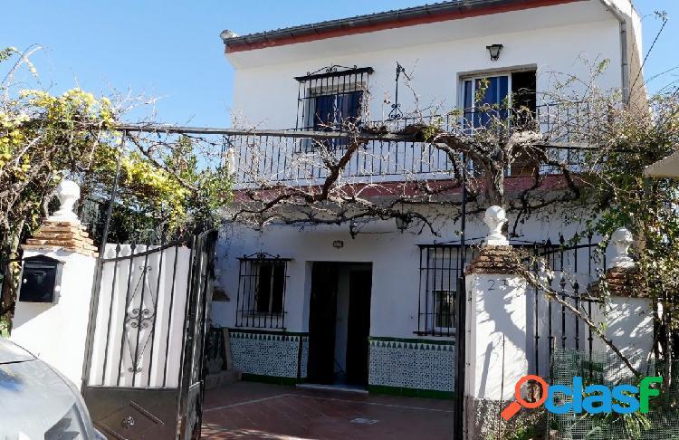 Venta de casa de 2 plantas en Granada (Zona Bola de Oro)
