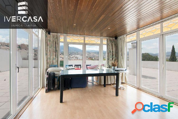 Ático premium, con terraza de 250 m2, piscina comunitaria,