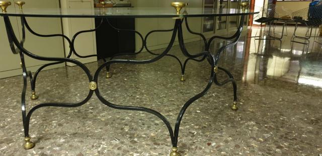 Mesa de hierro forjado redonda